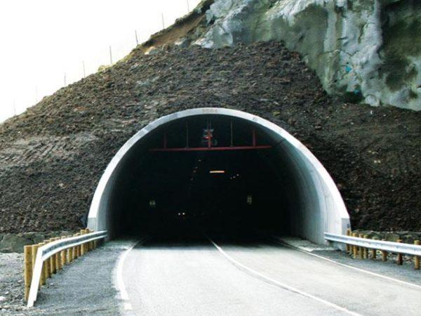 Устройство герметизации водонесущих трещин в обделках автомобильного тоннеля